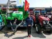 她20年只代理一個品牌拖拉機,秸稈飼料打捆機只選擇鑫天朗