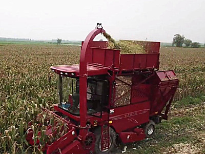 武月華:代理勇猛玉米收獲機是我近30年農機銷售生涯最正確的決定