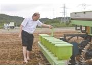 無人駕駛農機:收割機和運糧車配合精準作業 誤差控制在厘米級