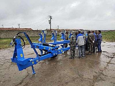 巨無霸-中國龍豐開拓者1LYFT-750半懸液壓翻轉調幅犁交付青海貴南草業公司