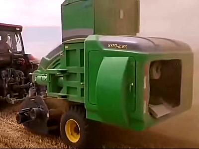 這臺秸稈飼料打捆機一年不僅收回自身成本,連拖拉機成本都能收回