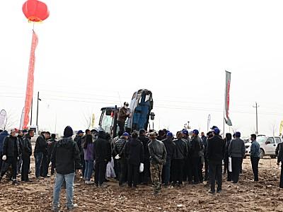 纽荷兰拖拉机大型农机具春季整地现场会