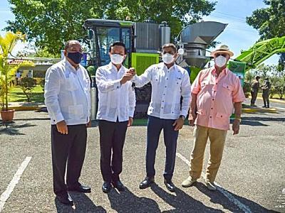 湖南向多米尼加捐贈中聯重科甘蔗收獲機正式交付