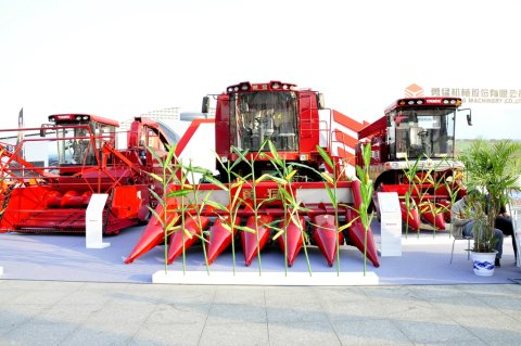 2017武漢國際農機展勇猛機械玉米收獲機風采