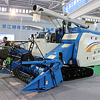 柳林4LZ-4.0B履帶式谷物聯合收割機