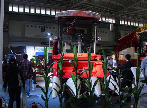 雷沃谷神CC03自走式玉米收割机