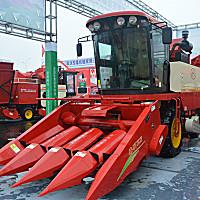 春明4YZP-4自走式玉米收获机