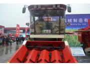 豪丰4YZ-4自走式玉米收获机