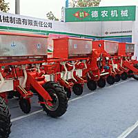 德農2BMQYF-8/8玉米氣吸免耕施肥播種機