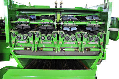 中國收獲4YZ-6F自走式玉米收獲機細節