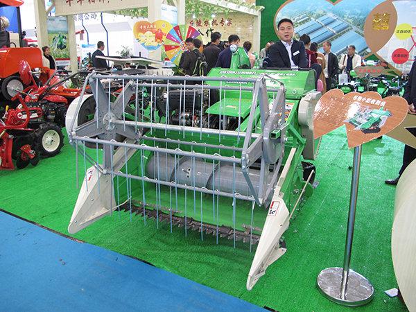 鑫源4LZ-0.9L稻麦收割机
