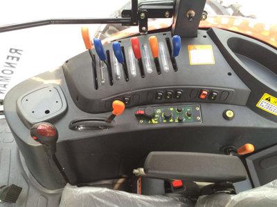五征雷诺曼PH1404轮式拖拉机细节