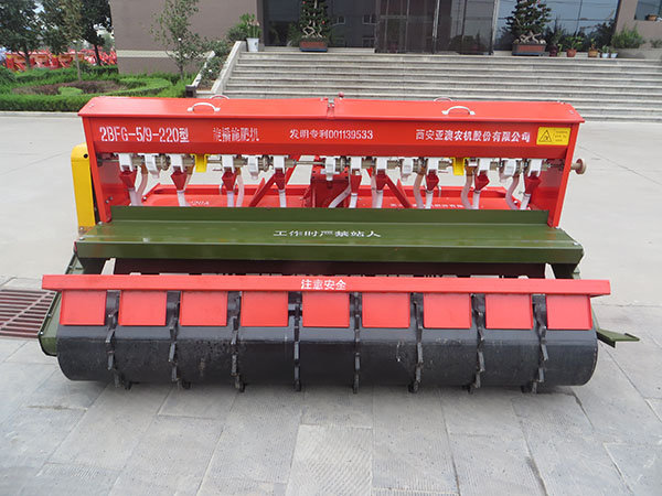 小麦播种机视频_亚澳2BFG-5/9-220旋播施肥机-亚澳旋播机-报价、补贴和图片
