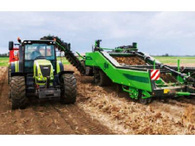 比利时AVR-Apache正牵引马铃薯收获机