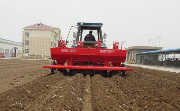 马铃薯起垄种植图片_洪珠2CM-4/4W马铃薯种植机-洪珠马铃薯种植机-报价、补贴和图片