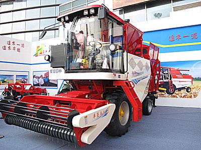 豪丰4HJZZ-2550自走式花生捡拾收获机