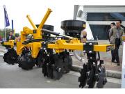 柳工G418甘蔗開溝施肥機