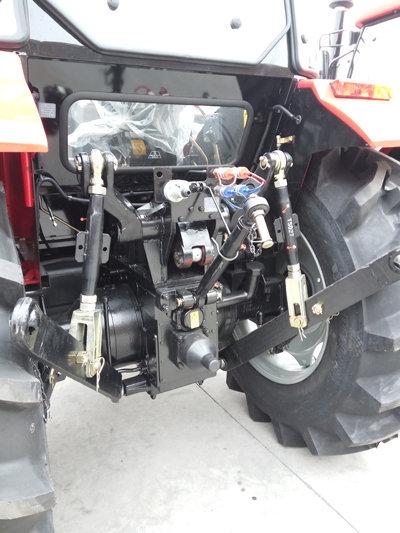 山拖泰山ME1404拖拉机细节