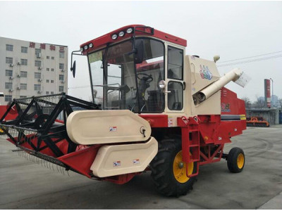 新三王4LZ-7自走式谷物联合收割机