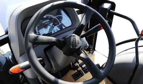雷沃欧豹M554-B拖拉机细节