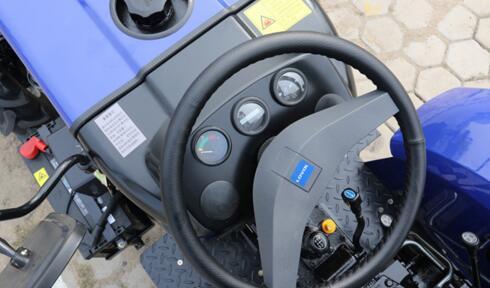 雷沃欧豹M604L-E拖拉机细节