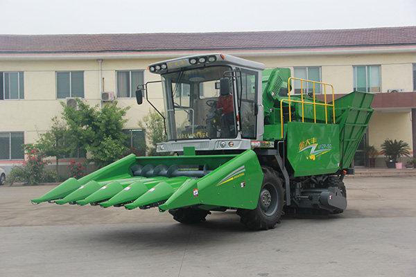 金大丰4YZP-5C自走式玉米收获机