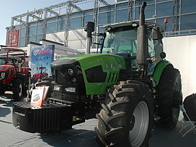 华夏2204轮式拖拉机