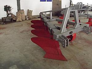 通海宏兴1LZ-435重型铧式犁