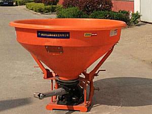 淮安众鼎2FD-800单摆式撒肥机