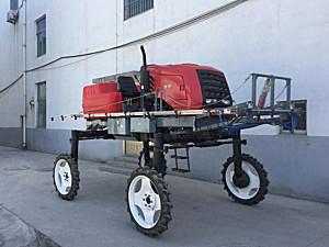 青州隆顺3WPZ-800A型自走式喷杆喷雾机