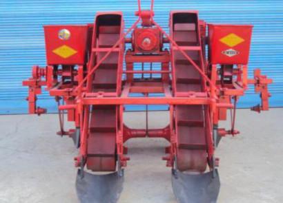 定西三牛1MLQS-400/700型牵引自动上土式全膜双垄沟施肥铺膜机