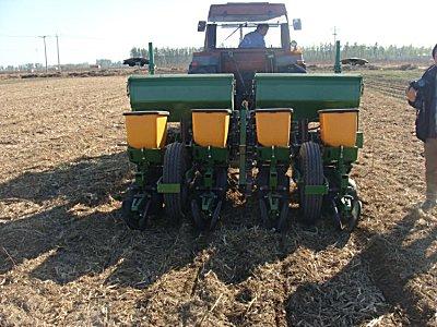 現代農裝(中農機)2BJ-470B玉米免耕精量播種機