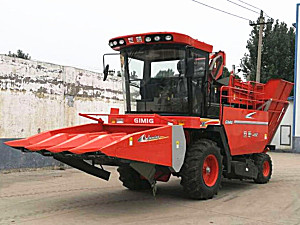 山东巨明4YZP-4A1自走式玉米收获机