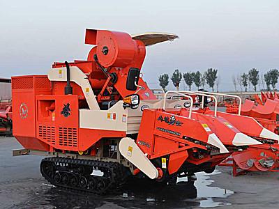 金達威4YZP-2L型自走履帶式玉米收獲機