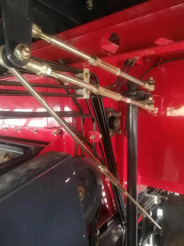 东方红质惠4LZ-8B1(D8160)自走式谷物联合收割机