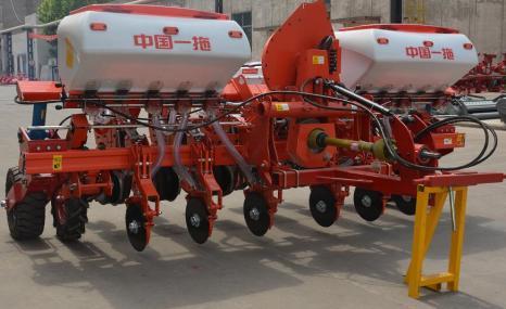 東方紅2BMQ-6牽引式氣吸免耕播種機