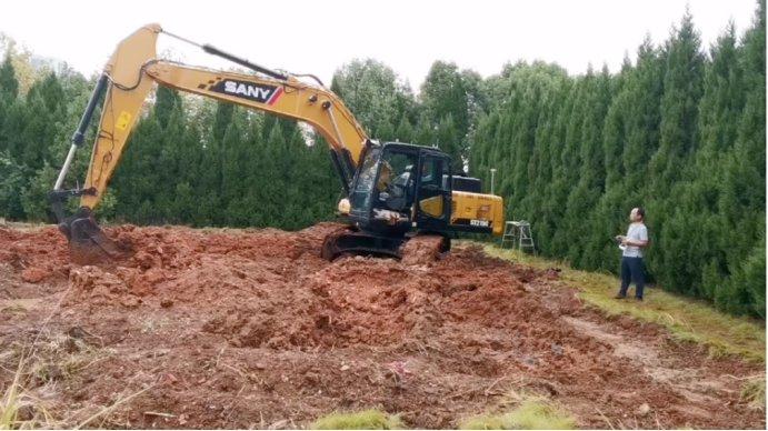 挖掘机施工作业图