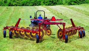 瑪提克MK系列大型摟草機作業視頻