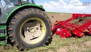 洪珠4U-170A大型马铃薯收获机在内蒙古通辽作业现场视频
