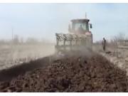 新疆牧神1LFT-550调幅翻转犁作业视频