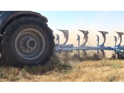 郑州龙丰B系列翻转犁集体耕作视频