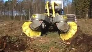 農民伯伯的好幫手 老外的犁地神器