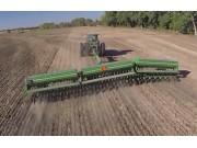 美国Great Plains大平原三段折叠重载型免耕条播机作业视频