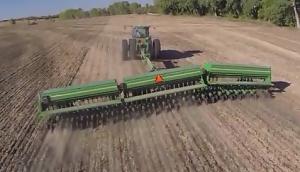 美國Great Plains大平原三段折疊重載型免耕條播機作業視頻