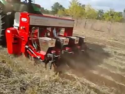 河北中友清垄免耕播种机作业视频