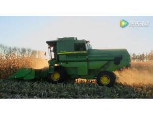 约翰迪尔R230玉米籽粒收获机作业视频