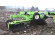 北垦舒尔特SRW1400翻石头机和HR-8000捡石头机作业视频