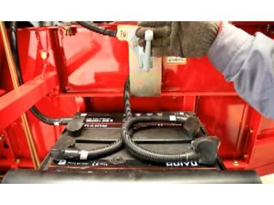 电瓶的正确连接--春雨4LZ-7小麦收获机的调整和保养