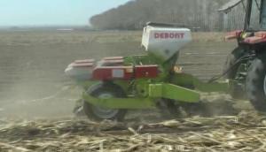 德邦大為2205氣吸式免耕精密播種機作業視頻