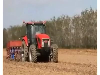 东方红LF904拖拉机作业视频